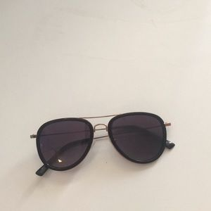 Tahari polarized black and gold aviator glasses